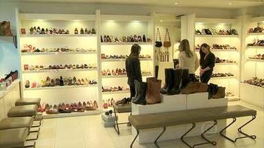 Consumidor que for às compras durante período de liquadação precisa ficar atento - A troca de mercadorias só é garantida em caso de defeito.