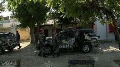 Polícia prende quatro pessoas em operação contra o tráfico na Messejana - Polícia cumpriu mandado de prisão coletivo na comunidade Pôr do Sol.