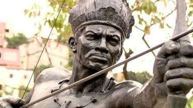Estátua o Índio Arariboia é transferida de lugar, no ES - Monumento foi alvo de vandalismo e precisou passar por um processo de restauração.
