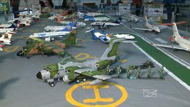 Miniaturas de aviões estão em exposição no aeroporto de São Luís - As peças feitas por um apaixonado pela aviação se destacam pela perfeição.
