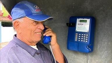 Orelhões resistem em comunidades do interior - Em comunidades mais afastadas dos grandes centros, o telefone público continua tendo um papel importante para a população.