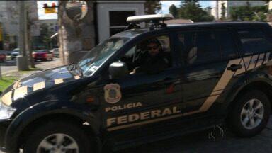 Doleiro Alberto Yousseff deixa o hospital - Ele voltou para a cela da Polícia Federal, onde está preso