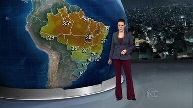 Domingo (27) será frio no Sul do país - Em São Paulo a temperatura não passa dos 16º C. No litoral do Nordeste faz sol e chove durante a tarde. O mar fica agitado no Rio de Janeiro.