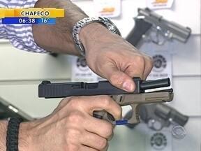 Pessoas que têm armas caem na clandestinidade com demora na renovação do registro - Pessoas que têm armas caem na clandestinidade com demora na renovação do registro