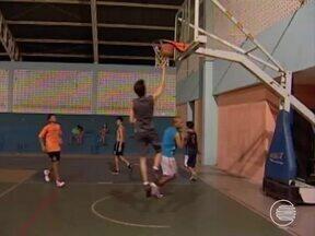 Time de basquete Sub-15 treina para campeonato em Poços de Caldas - Time de basquete Sub-15 treina para campeonato em Poços de Caldas