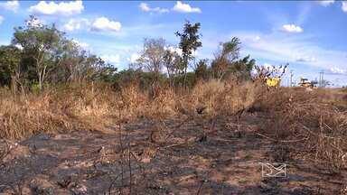 Tempo seco e a falta de chuvas favorecem o surgimento de focos de incêndios - O tempo seco e a falta de chuvas favorecem o surgimento de focos de incêndio. Em Balsas, o risco é maior na periferia da cidade, por causa terrenos baldios.