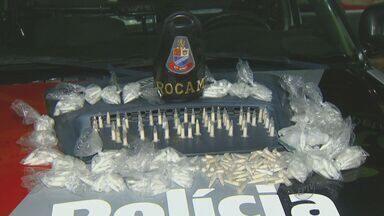 Polícia Militar prende três suspeitos de tráfico de drogas em Campinas - Polícia Militar prende três suspeitos de tráfico de drogas em Campinas. As ocorrências foram em bairros diferentes. Uma mulher grávida foi detida.