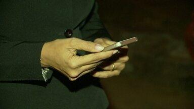Aplicativo de celular ajuda moradores do Taquari no combate à violência - Vizinhos criaram um grupo num aplicativo de celular para combater a violência. Mais de cem pessoas estão conectadas 24 horas por dia. A pessoa que faz a ronda na região envia uma mensagem para os vizinhos caso note algo de errado.
