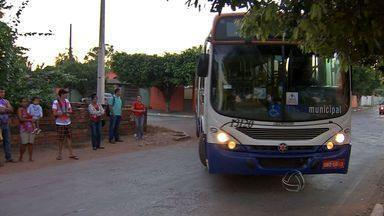 Passageiros reclamam do transporte coletivo de Santo Antônio de Leveger (MT) - Passageiros reclamam do transporte coletivo de Santo Antônio de Leveger.