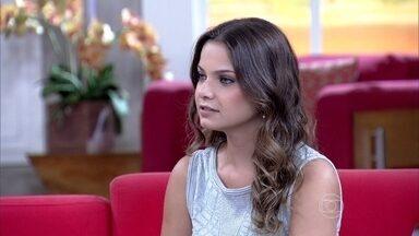 'Prefiro me maquiar com os dedos', confessa Milena Toscano - Em papo com o profissional Marcos Costa, atriz revela prática