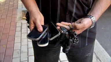 Homem acusado de praticar assaltos no bairro Dionísio Torres é preso - Bandido tentou assaltar um policial.