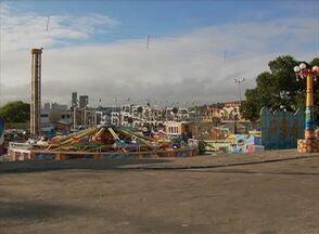 Pátio de Eventos de Caruaru continua sem as obras de reforma - No local em que as obras deveriam ocorrer, está sendo montado um parque de diversão.