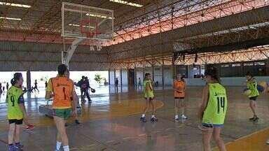 Seleção de MS disputa brasileiro feminino de basquete em MG - A seleção sub-15 de basquete feminino de Mato Grosso do Sul viaja para Poços de Caldas, onde disputa o campeonato brasileiro da modalidade.