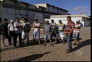 Prazo para abate de bovinos em Petrolina termina nesta sexta-feira (1) - O trabalho foi suspenso por problemas estruturais.