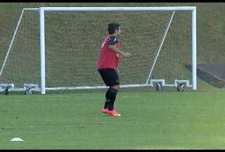 Atlético-MG treina sem Ronaldinho e se prepara para enfrentar Atlético-PR - Guilherme substitui R10.