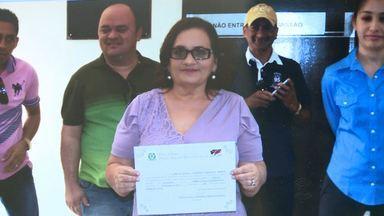 Cidade da Paraíba teve dois prefeitos em um mesmo dia - A prefeita da cidade foi cassada, outra pessoa foi empossa, mas uma liminar devolveu o cargo à prefeita anterior.