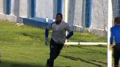 Goleiro João Gabriel mantém forma física treinando no Confiança - João Gabriel é natural de Aracaju e foi revelado no Santos-SP