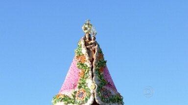 Imagem peregrina de Nossa Senhora de Nazaré chega ao Rio - Ela foi levada, pela primeira vez, ao terreno onde vai ser construída a nova catedral de Niterói. No começo da tarde desta sexta (1), foi rezado o terço da misericórdia.