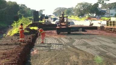 Operários que trabalham na construção do viaduto da Paraná vão trabalhar no fim de semana - Os funcionários vão compensar os dias parados por causa das chuvas.