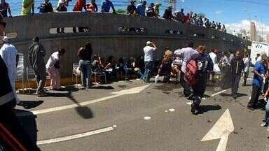 Dois veículos 'entalam' no mesmo túnel em acidentes e deixam 15 feridos - Acidente ocorreu no túnel que dá acesso ao Shopping Iguatemi.
