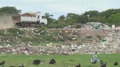 No AM, maioria dos municípios descumpre lei que prevê fim dos lixões - Prazo para que os municípios brasileiros acabem com os lixões termina neste sábado.