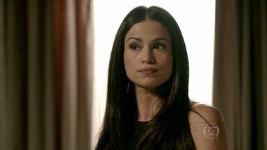 Tuane briga com Cristina ao aparecer de surpresa na casa dela - Periguete vê a pindaíba que está a vida da jovem e avisa que quer levar o filho para morar com ela