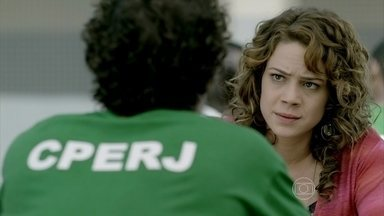 Cristina diz para Elivaldo que tem uma bomba para contar - Ela e Juliane são humilhadas durante revista íntima. Cristina incentiva o irmão a não ceder à pressão de Tuane para conseguir a guarda de Victor