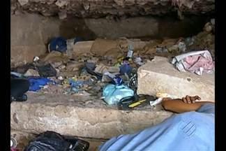 Defesa Civil e Funpapa visitam 'Toca do Morcego' no Ver-o-Peso - Moradores de rua dormem no local, que fica embaixo do cais de arrimo na Praça do Pescador
