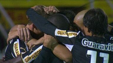 Botafogo tenta superar retrospecto ruim fora de casa e ficar longe da zona de rebaixamento - Clube alvinegro venceu apenas uma partida. Já o Atlético-PR não contará com a torcida, pois ainda cumpre suspensão.