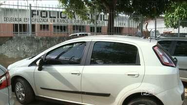 Polícia está a procura de dois suspeitos de assaltar duas pessoas em São Luís - Uma das vítimas teve o carro roubado pelos bandidos quando estava parada em um sinal, na Avenida Daniel de la Touche.
