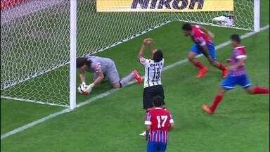 Com um gol contra, Corinthians perde para o Bahia, mas se classifica - Mano Menezes poupa alguns jogadores de olho no clássico com o Santos