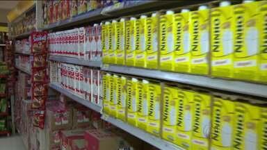 Preço do leite assusta consumidores - Leite mais barato subiu R$ 0,30 desde janeiro