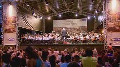 Orquestra Sinfônica do Recife faz concerto ao ar livre - Apresentação foi em homenagem ao paisagista Burle Marx.