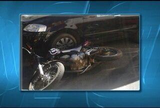 Homem fica ferido em acidente de moto no Centro de Montes Claros - Estado de saúde dele é estável.