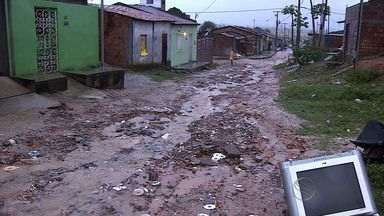 Moradores do Bairro Santa Maria sofrem com transtornos após chuvas - Chuvas se intensificaram nesta quinta-feira na capital e no interior de Sergipe