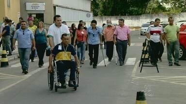 SMTU faz curso para capacitar motoristas, no AM - Cerca de 100 motoristas de ônibus fizeram treinamento para melhor atender idosos e deficientes físicos.