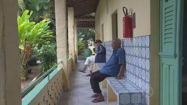 Em asilo do Cabo, idosos lamentam a falta de convivência com os filhos - Presentes que esses pais mais esperam ganhar não estão nas vitrines.