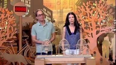 Pedro Cardoso e Graziela Moretto improvisam em cima de temas sugeridos pela plateia - Os atores encenam sobre a falta de preocupação com o próximo.