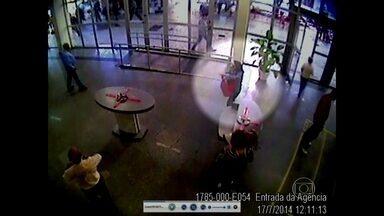 Disque-denúncia recebe pistas sobre integrantes de quadrilha que matou empresária na Gávea - O disque-denúncia já recebeu 18 denúncias com pistas de integrantes da quadrilha que matou a dona de um restaurante na Zona Sul do Rio. Três bandidos já estão presos.