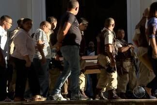 Corpo de PM assassinado é enterrado em Salvador - Confira mais informações no Giro de Notícias.