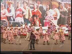Em Olímpia, Festival do Folclore reúne grupos de várias partes do Brasil - Em Olímpia (SP), está sendo realizado um dos festivais folclóricos mais importantes do país. O evento, que também tem a parceria da TV TEM, reúne grupos de danças tradicionais de vários estados do Brasil.