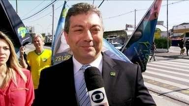 Walter Ciglioni faz campanha na Avenida Ibirapuera - O candidato do PRTB, Walter Ciglioni, chamou a atenção de quem passava pela Avenida Ibirapuera. Alguns eleitores pararam para falar dos problemas da Região Metropolitana.