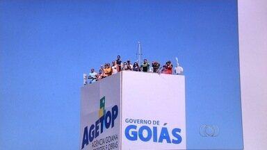 Agetop suspende provas de motovelocidade no autódromo de Goiânia - Decisão foi anunciada após falhas na segurança como, por exemplo, pessoas assistindo a etapa em cima da caixa d'água.