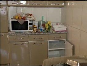 Policia procura suspeitos de roubar casa e manter oito pessoas reféms em Timóteo - Criminosos levaram vários pertences da família.