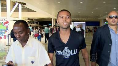 Meia Rafael Carioca chega a BH para assinar com o Galo - No Brasileirão, Atlético-MG venceu e Cruzeiro empatou