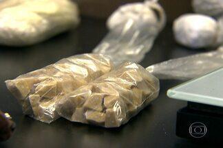 Polícia prende mulher considerada a chefe do tráfico na região da Cracolândia - Os investigadores calculam que em uma hora a quadrilha comandada por Salete Madalena de Souza Araújo chegou a vender dez mil pedras de crack.
