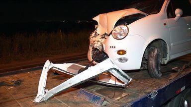 Menino de cinco anos morre em grave acidente em rodovia do ES - O carro estava em alta velocidade e a vítima foi lançada para fora.