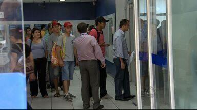 Cliente consegue indenização na Justiça por espera em fila de banco em Campo Grande - Uma Lei Municipal determina que o cliente não pode espera mais que 25 minutos. Já uma Lei Federal estabelece que em dias de movimento intenso, o atendimento não pode demorar mais que 40 minutos