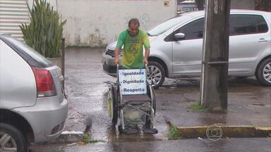 Ativista atravessa o Brasil empurrando uma cadeira de rodas - Mineiro Zé do Pedal quer chamar a atenção para a questão de acessibilidade para deficientes físicos.