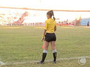 Bandeirinha do Ceará chama atenção da torcida Riverina no último jogo - Bandeirinha do Ceará chama atenção da torcida Riverina no último jogo